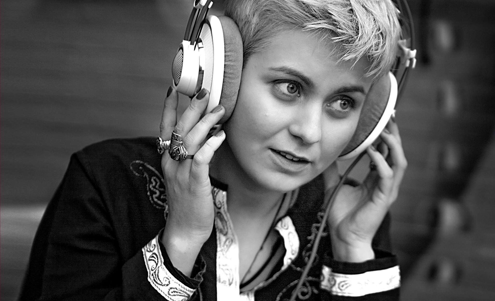 Ámika: Етно или world музиката ми е предизвик да ја плетам со модерен електронски звук