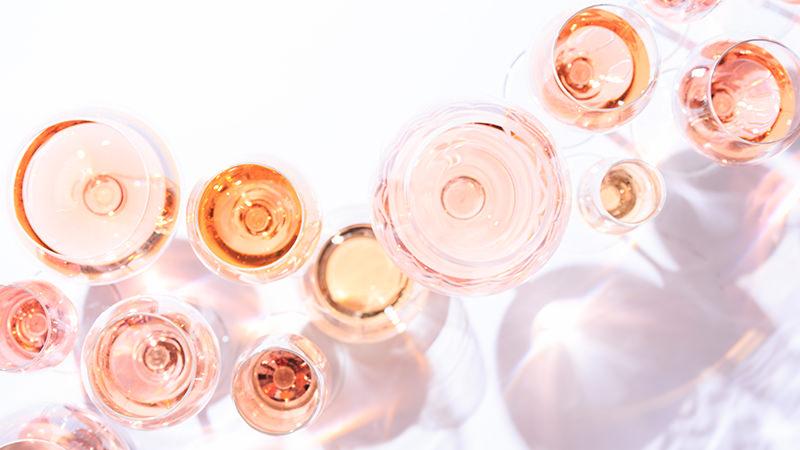 Wine O'Clock: Rosé Нагласени тонови на јагодесто овошје и освежителен вкус