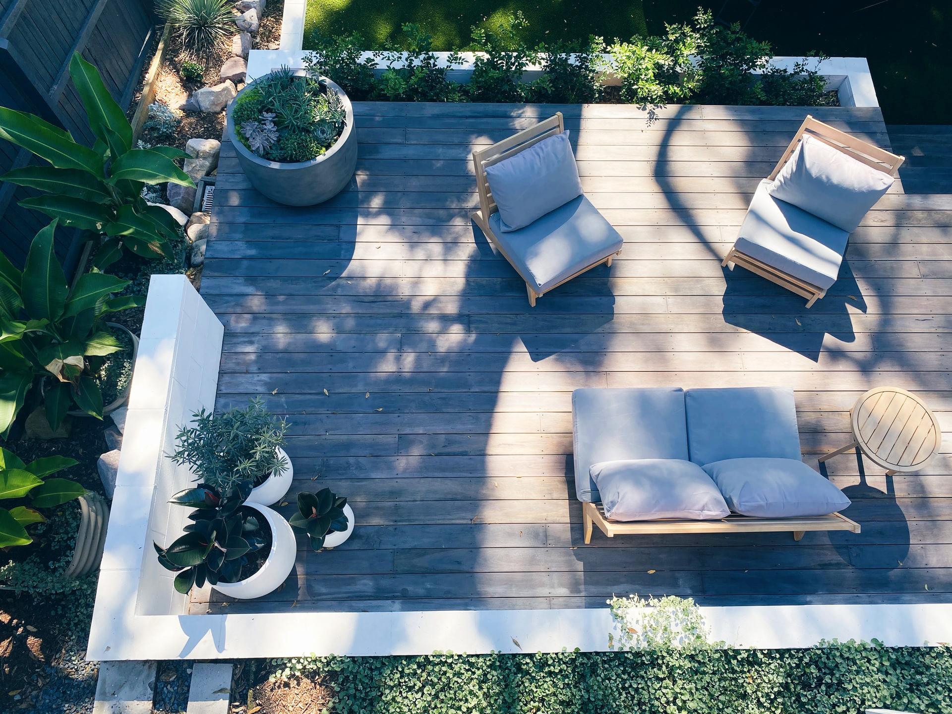 Архитектура и дизајн: Mедитерански стил, тропски или зен амбиент за уредување на дворот или терасата